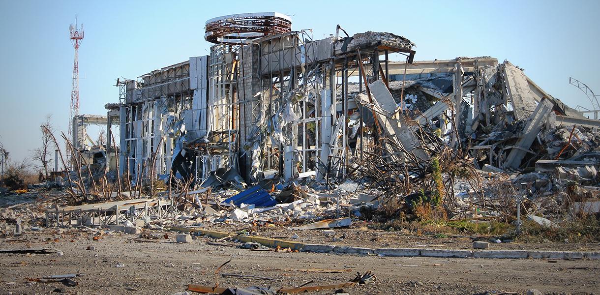 Аэропорт Луганска уничтожили тактическими ракетами с территории России, – Минюст
