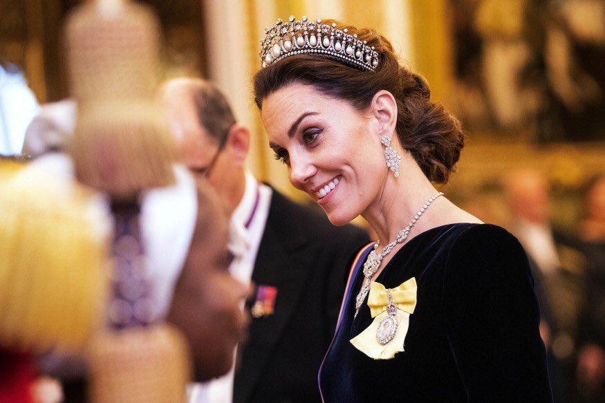 Парад тиар: королева Елизавета ІІ устроила дипломатический прием в Букин...