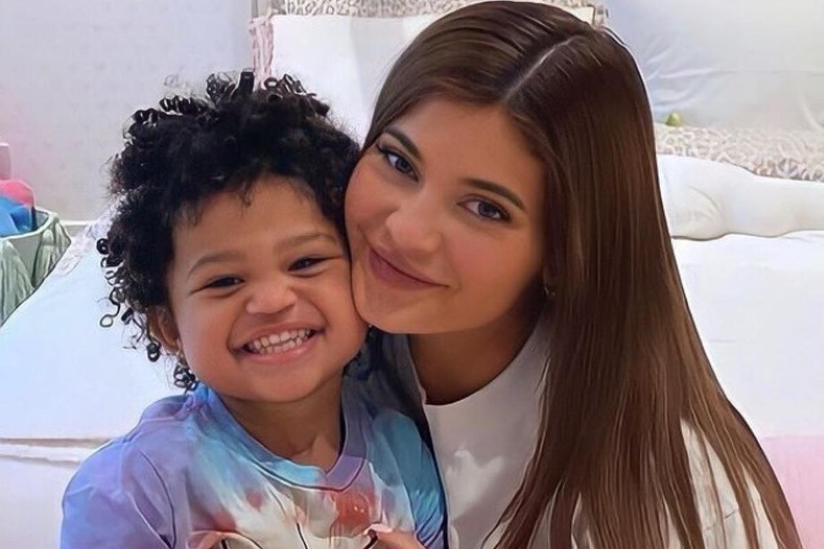 Кайли Дженнер устроила роскошный праздник для дочери, несмотря на карантин (фото, видео)