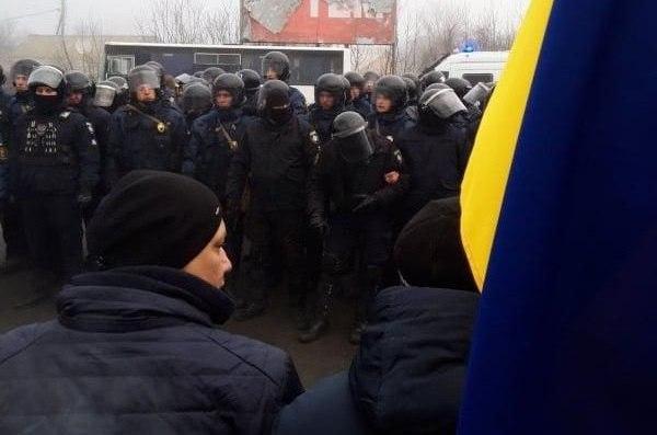 """Украинцев, эвакуированных из Уханя, отвезут в """"Новые Санжары"""". Местные ж..."""