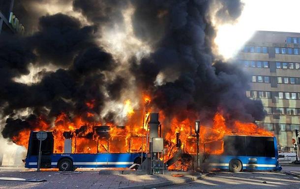 В центре Стокгольма взорвался пассажирский автобус