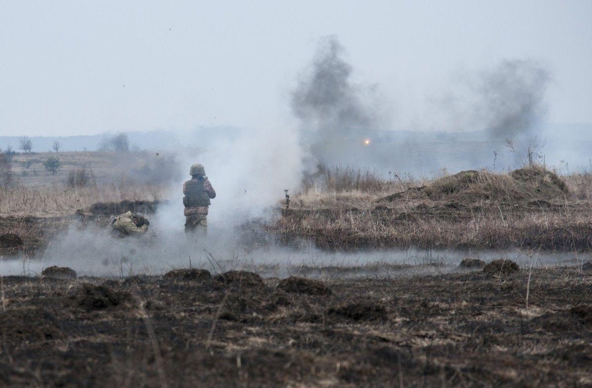 На Донбассе один украинский военный получил ранения из-за обстрелов
