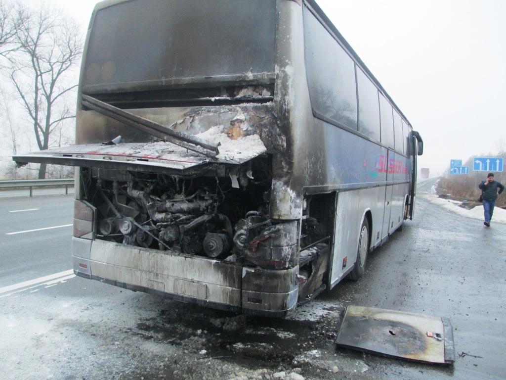На трассе Киев-Чоп загорелся автобус международного сообщения