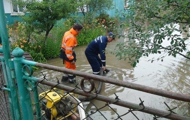 Во Львовской и Херсонской областях из-за сильных дождей подтоплены сотни...