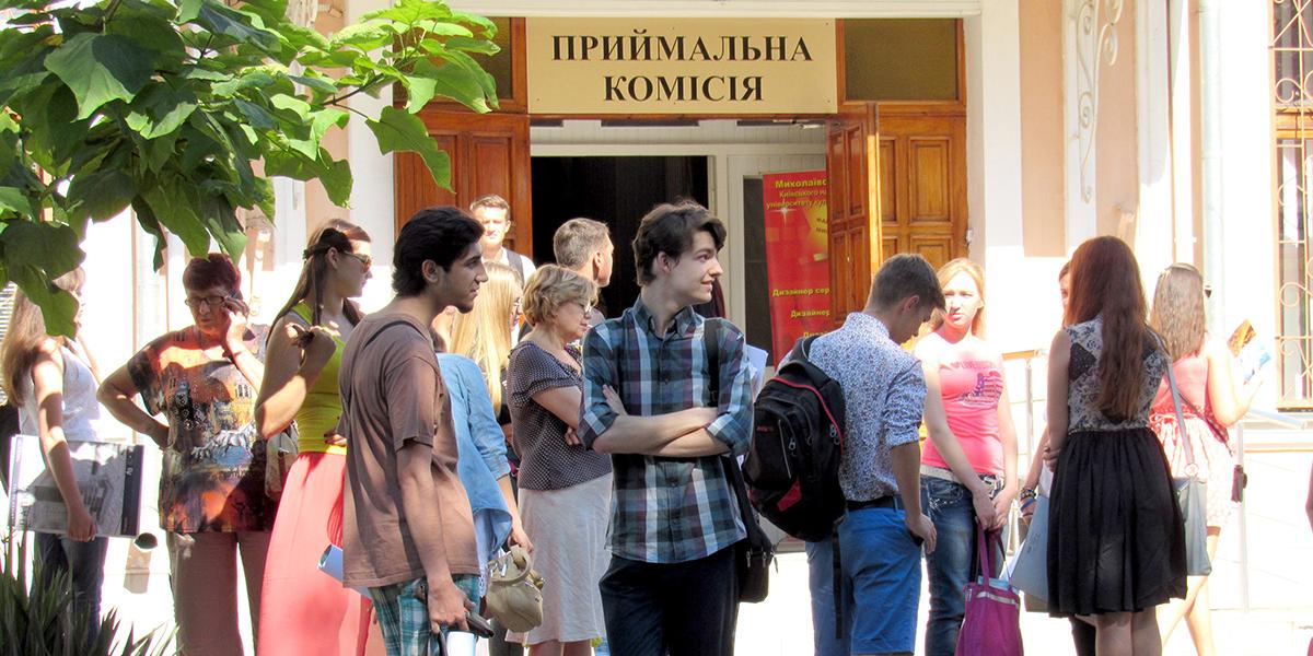 Абитуриенты не хотят учиться в прифронтовой зоне и уезжают из Донбасса
