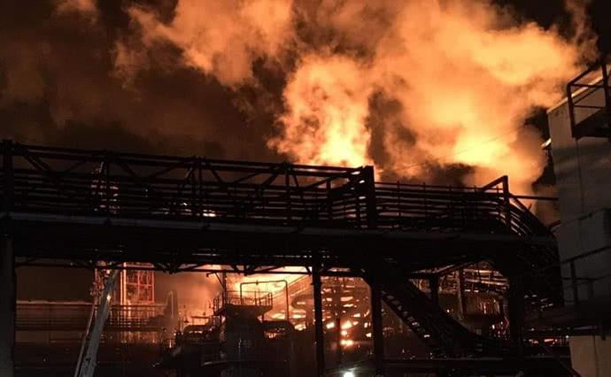Пожар на химзаводе в Калуше запрещено было тушить, - полиция