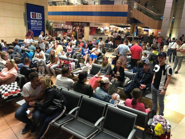 Сотни украинских туристов более суток не могут вылететь из Египта