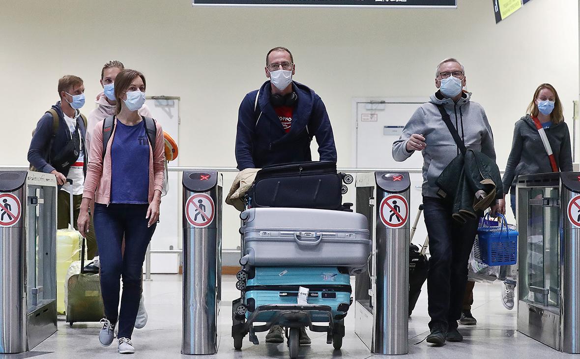 Выводили из самолета под аплодисменты пассажиров. Украинцев сняли с рейс...