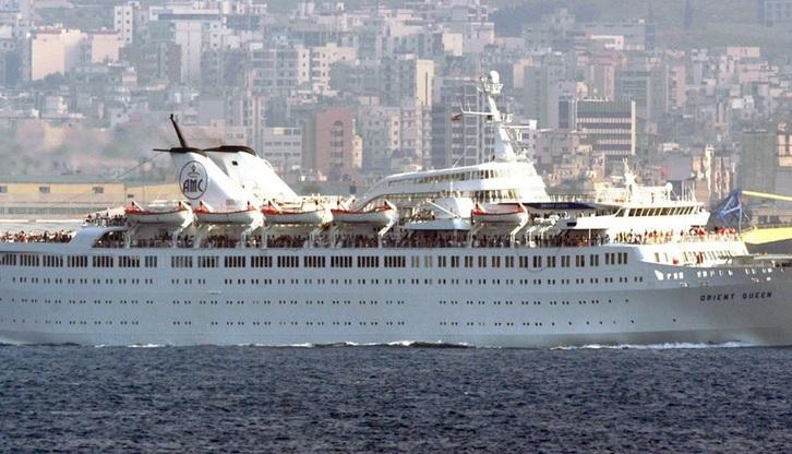 Взрыв в Бейруте: в порту ушел на дно 121-метровый круизный лайнер