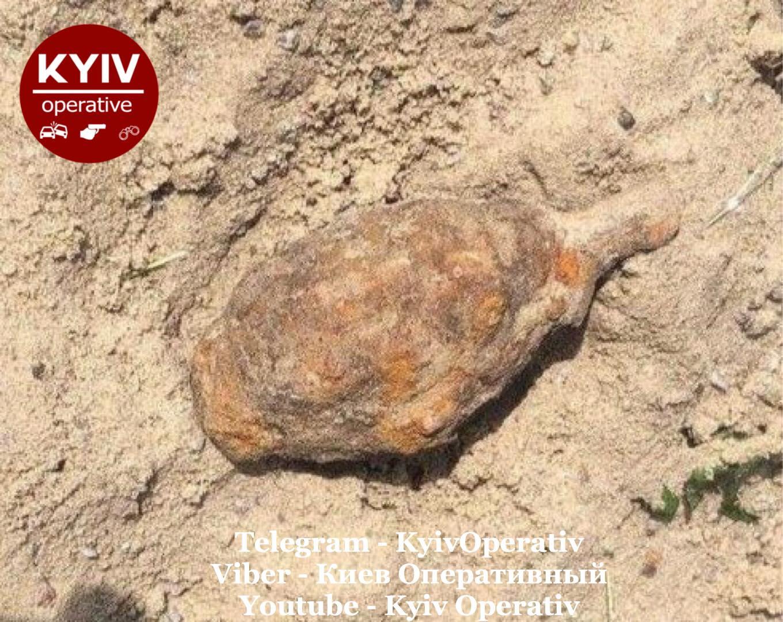В Киеве в детской песочнице нашли гранату