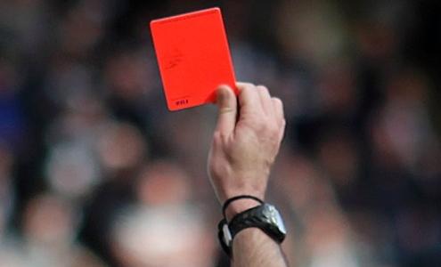 В Англии специально кашляющих в сторону соперника футболистов будут удал...