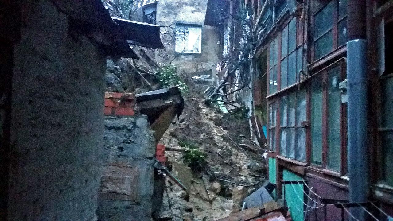 В оккупированной Ялте сошел селевой поток и заблокировал людей в домах