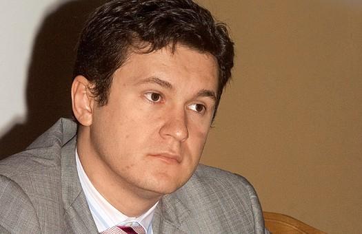 Источник в СБУ: Супруненко скрывается не в Италии, а на Кипре