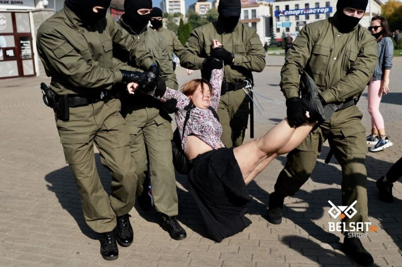 Силовики против женского марша. В Минске задержаны уже 60 протестующих