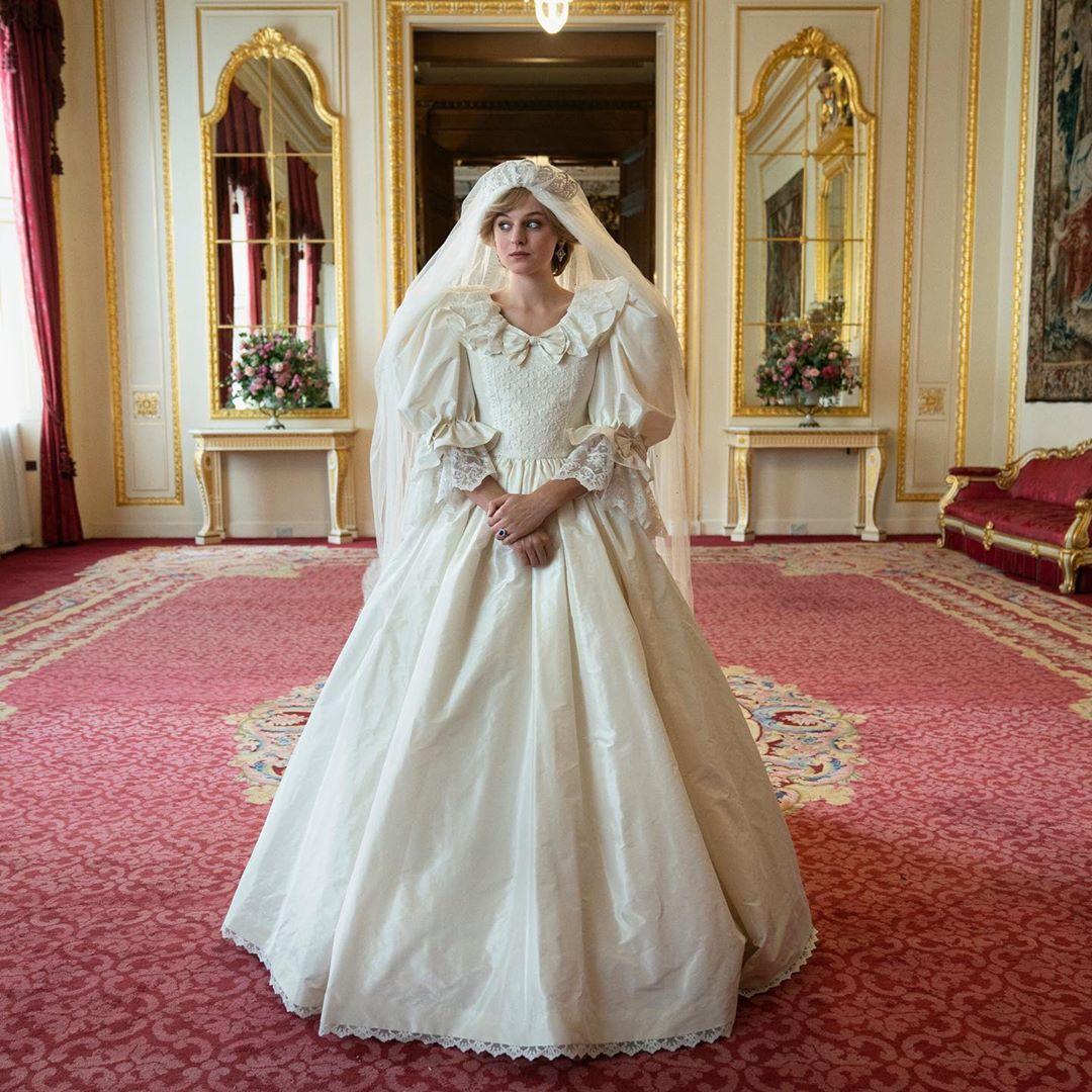 Netflix воссоздали свадебное платье принцессы Дианы, признанное одним из...