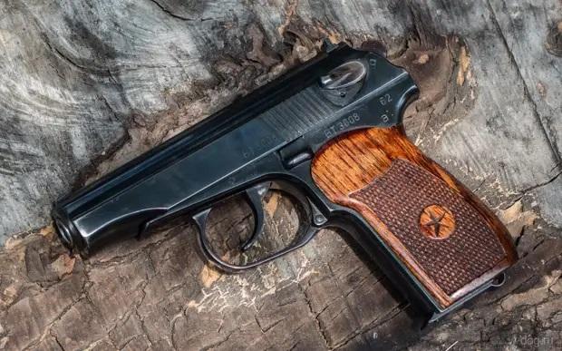 Эстония подарила Украине 2400 пистолетов Макарова
