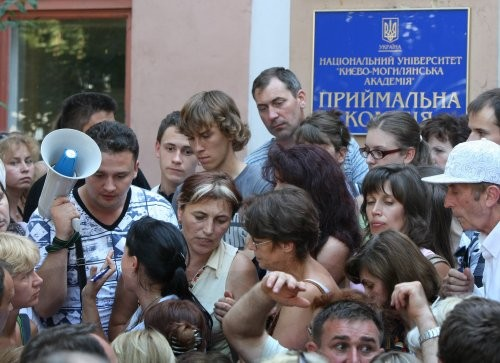 Около 100 абитуриентов из Крыма поступили в украинские вузы