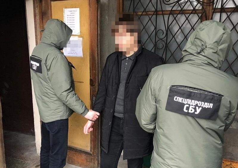 В Ровно чиновник за взятки удалял должников из реестра Минюста