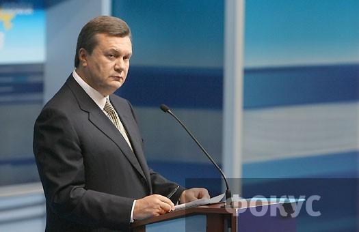 В Сумах Януковичу припомнили 2004-й, избитых студентов и доведенные до б...