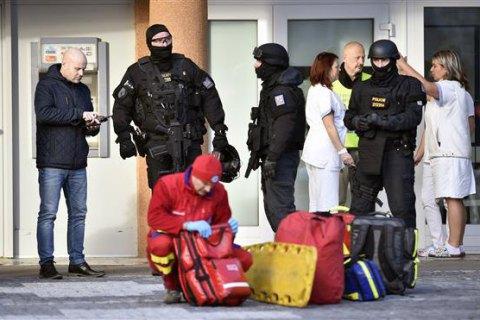 Неизвестный открыл огонь по больнице в Чехии, погибли шесть человек (обн...