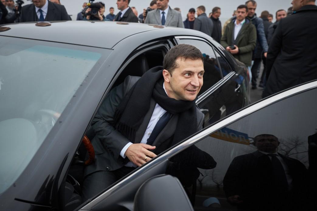 Зеленский за рулем автомобиля проверил трассу Запорожье-Мариуполь
