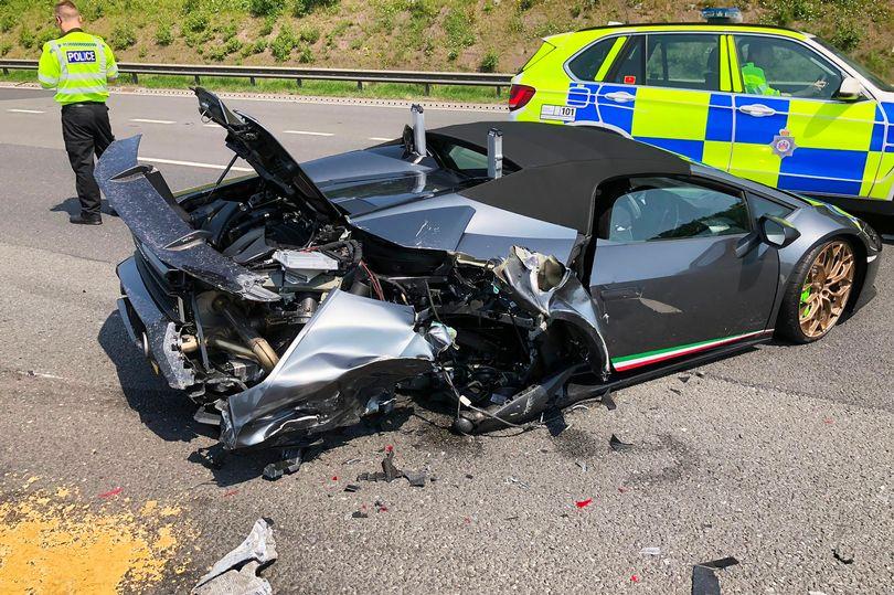В Британии Lamborghini за $265 тыс. разбили через 20 минут после покупки