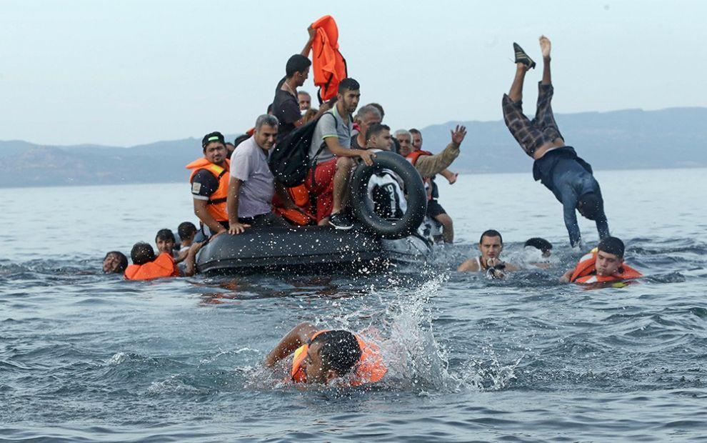 Евросоюз продолжит операцию по спасению мигрантов в Средиземном море