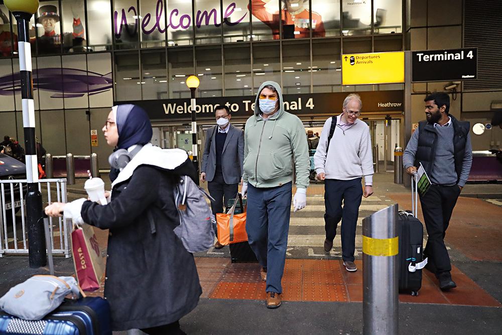 аэропорт, Хитроу, Лондон, Великобритания, коронавирус, маска, очки, фото