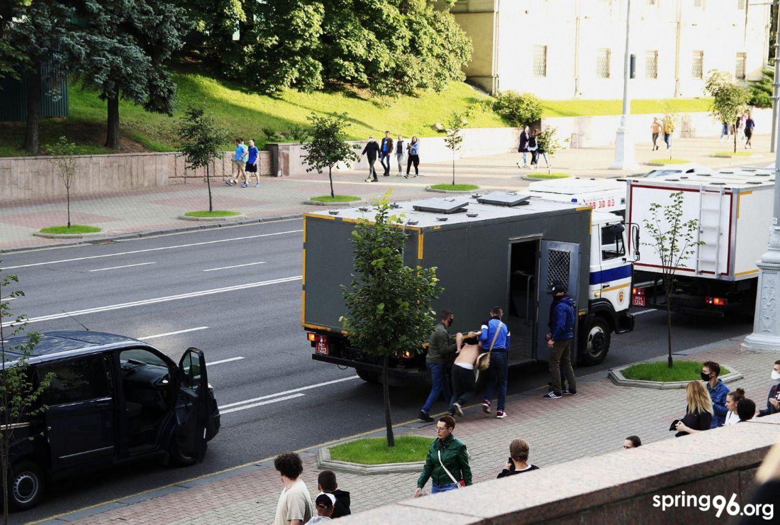 Выборы в Беларуси. Штаб Светланы Тихановской сообщает о 7 задержанных со...