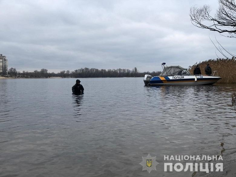 Жуткая находка: в Киеве рыбаки выловили из Днепра человеческую голову