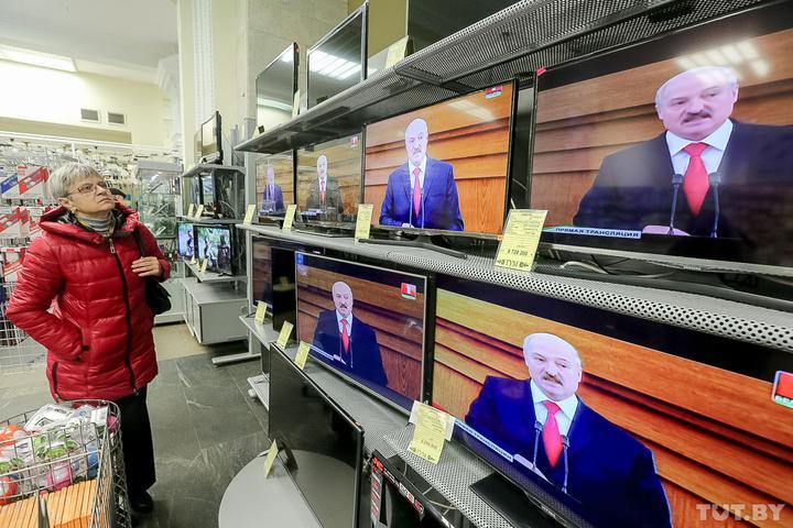 С белорусского ТВ уволились трое ведущих
