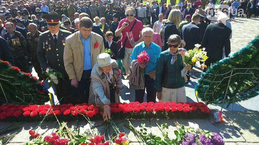 В Днепропетровске на массовых мероприятиях задержали вооруженных людей
