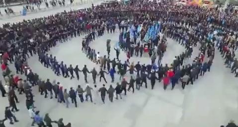 """""""Первый канал"""" выдал старое видео за празднование принятия поправок к Ко..."""
