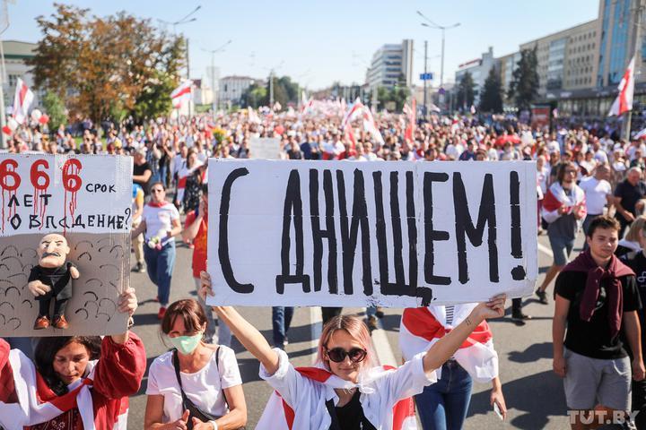 """""""С Днищем!"""". Как белорусы поздравляли Лукашенко во время акции протеста"""