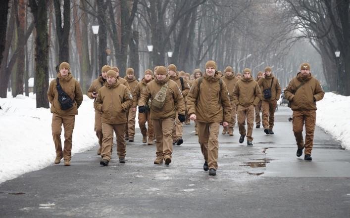 Маска есть? А если найду? Следить за соблюдением карантина в Киеве поруч...