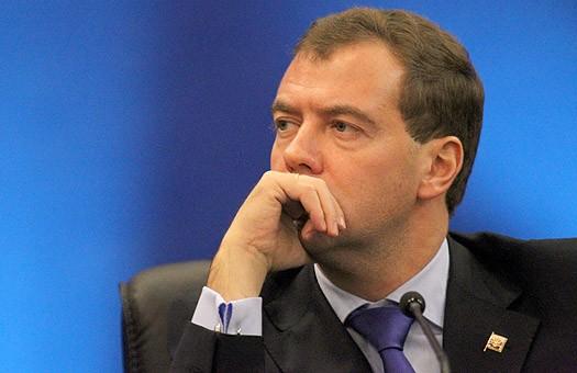 Медведев: ставить под сомнение документы о Катыни – несерьезно