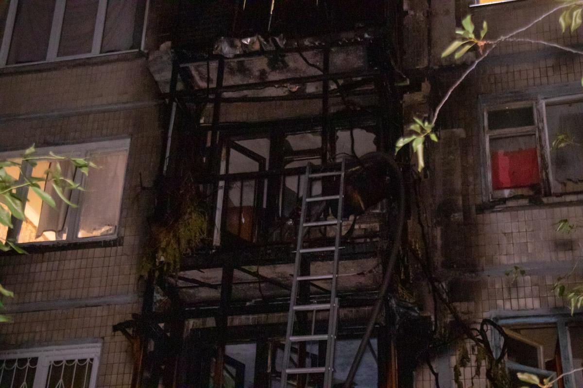 Пожар в Киеве: полностью выгорели балконы дома на Дарнице