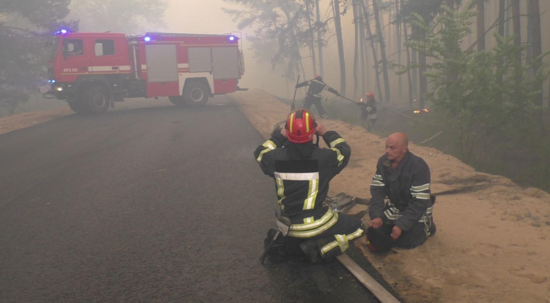Украина получила гарантии от боевиков для тушения пожаров на Луганщине а...