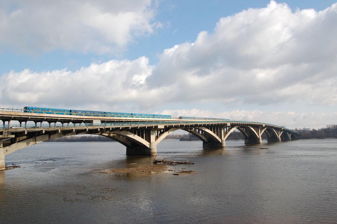 На капитальный ремонт моста Метро киевские власти возьмут в долг у ЕБРР