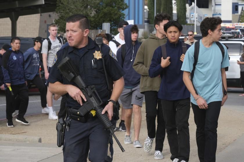 Стрельба в школе Калифорнии: 16-летний подросток убил двух школьников, е...