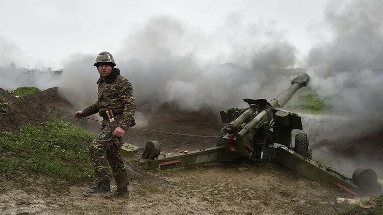 Нагорный Карабах в огне: Украина призвала Армению и Азербайджан вернутьс...