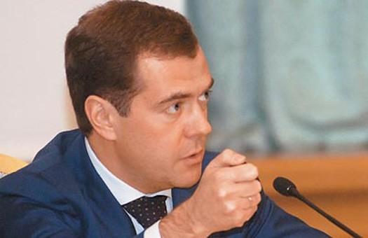Медведев: «РФ будет продолжать поставлять оружие и боевую технику в Вене...