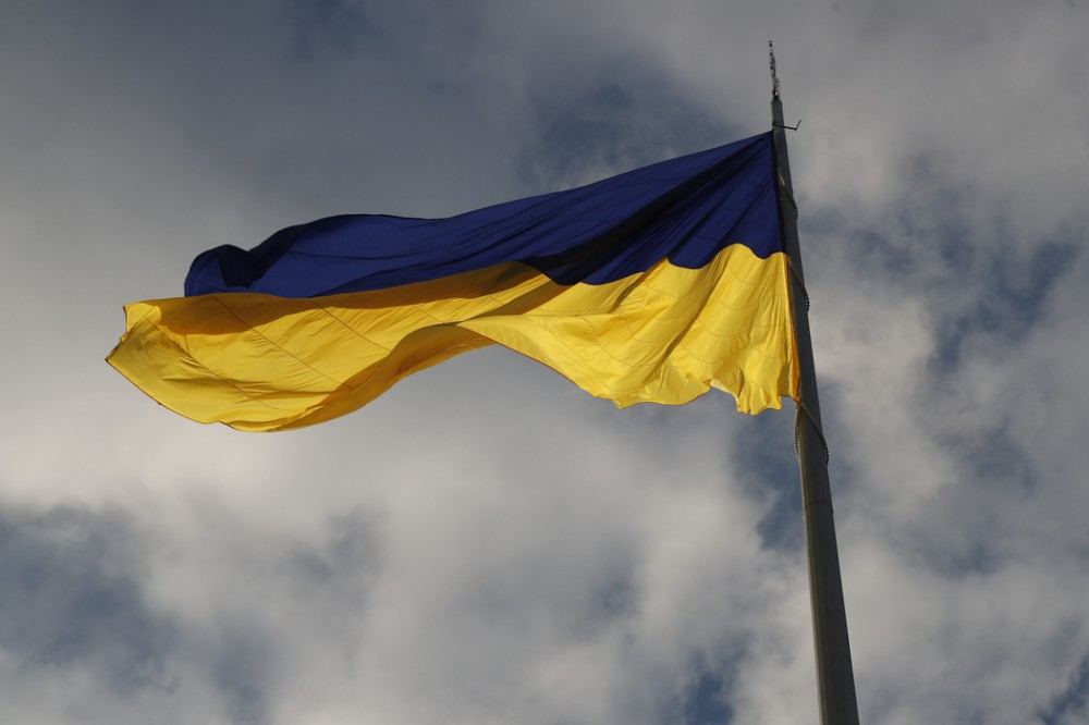 В Киеве подняли самый большой флаг Украины