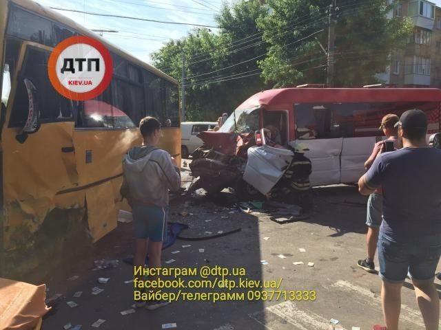 Масштабное ДТП в Боярке: более 20 пострадавших