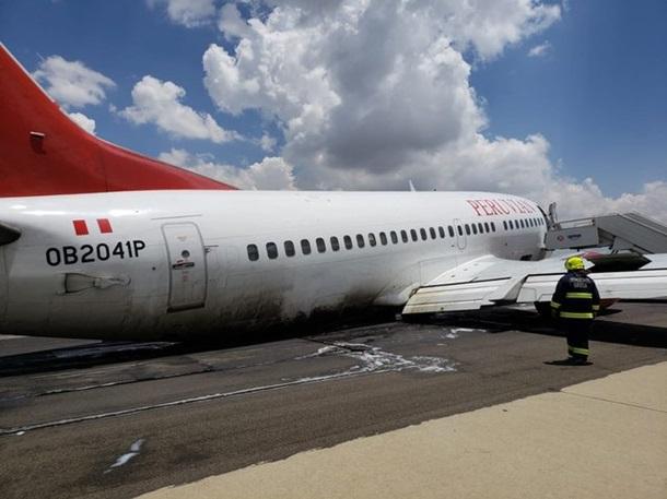 У лайнера со 127 пассажирами на борту отвалилось шасси при посадке