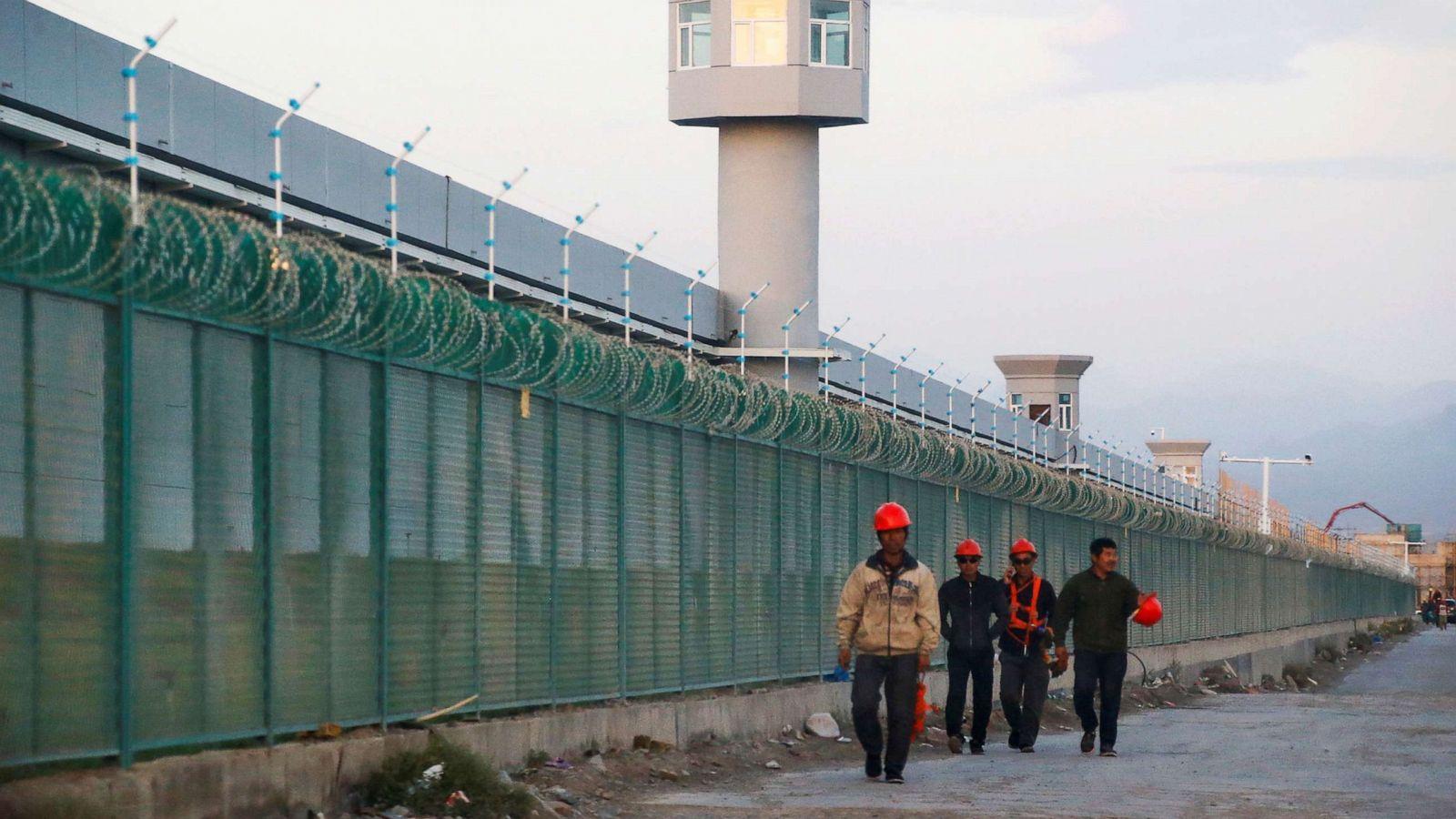 Китай сокращает численность непокорных уйгуров путем насильственной стер...