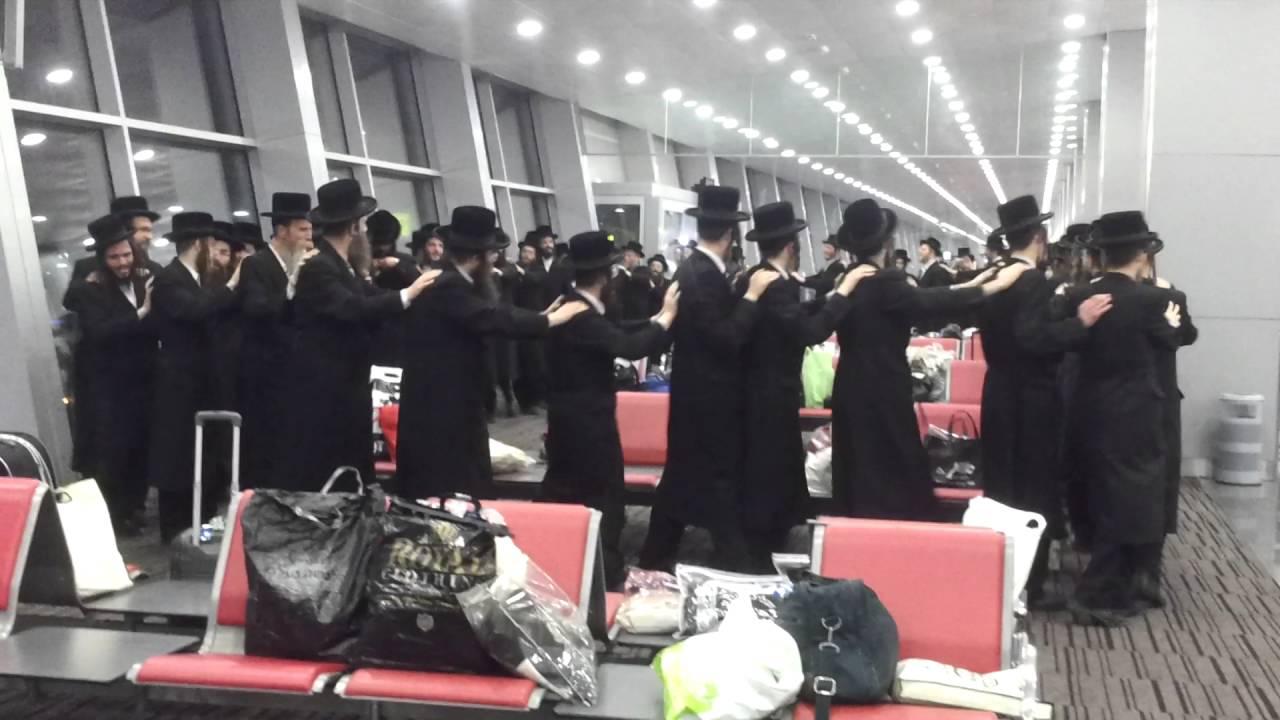 Группа пьяных хасидов на три часа задержала самолет из Тель-Авива в Киев