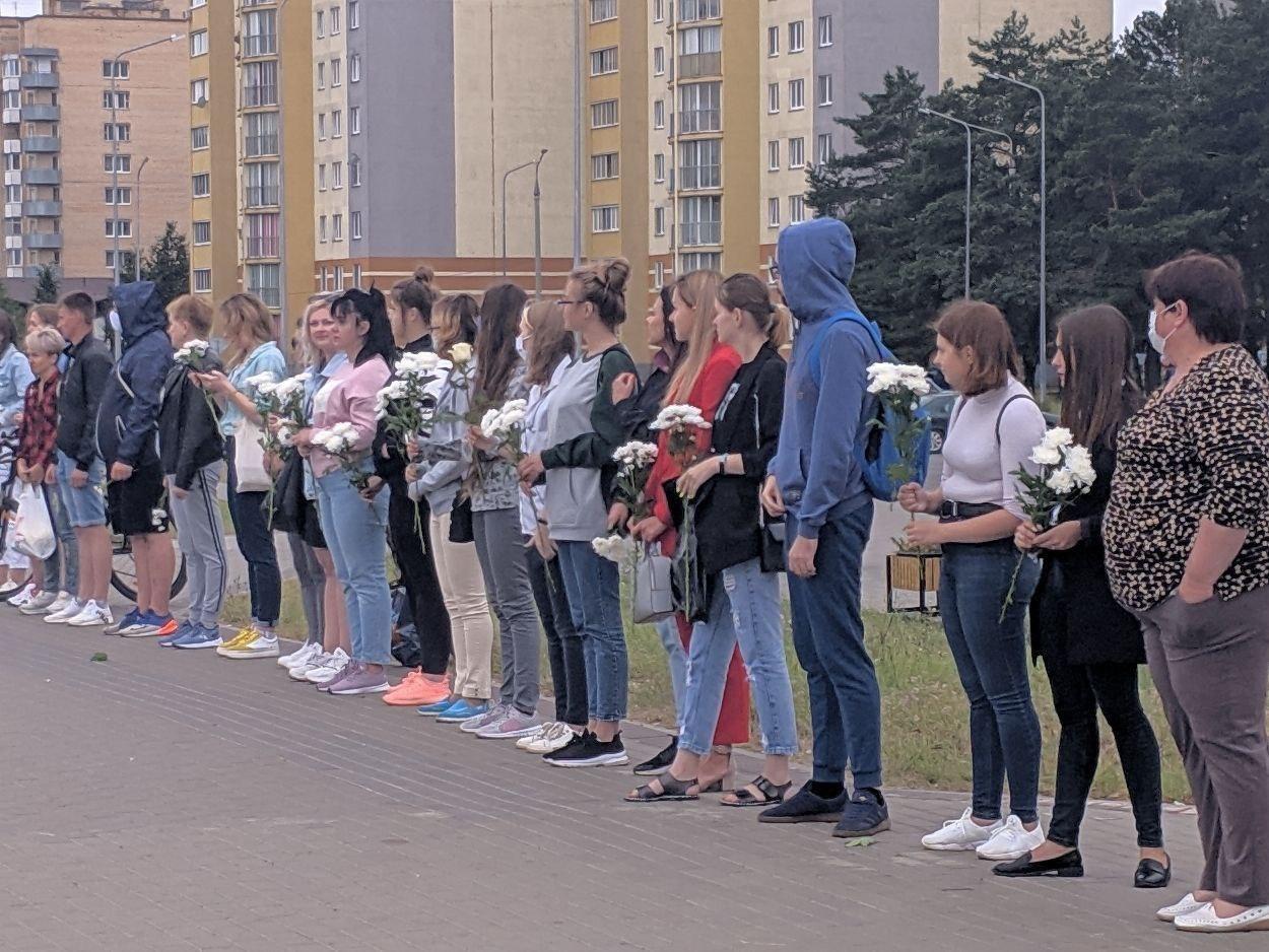 Белорусы стихийно формируют живые цепи солидарности