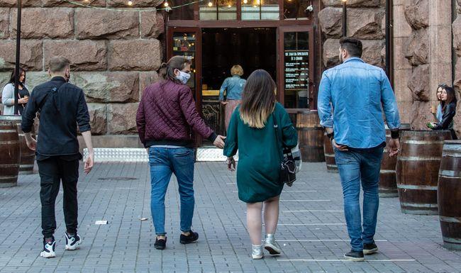 Смягчение карантина в Киеве: ресторанам разрешили принимать посетителей...