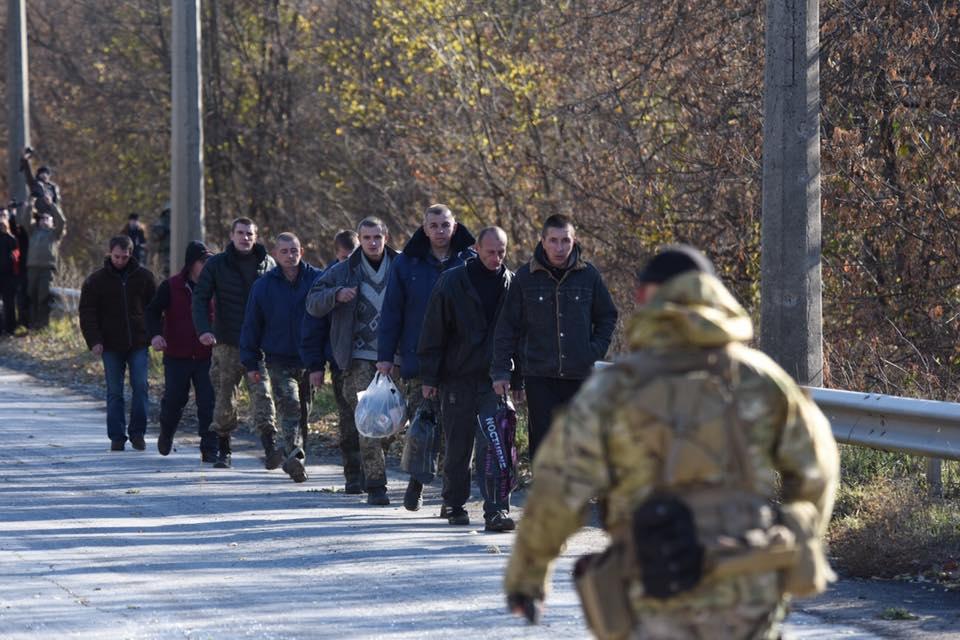 Суд освободил одесских террористов. Их везут на обмен в направлении Горл...
